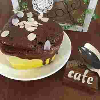 香り高いミルクココアで作る簡単・おいしい・可愛いマグカップケーキのレシピ。ホワイトチョコレートの甘さと食感がアクセントになります。