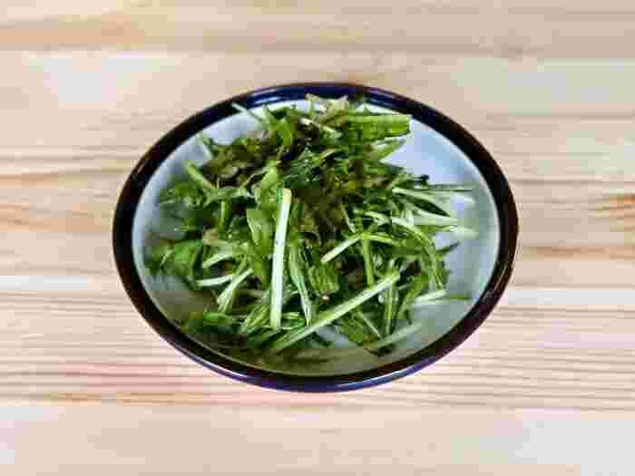 水菜を生のままたくさん食べられるノンオイルサラダ。そうめんの上にたっぷりのせてシャキシャキ食感を味わいましょう。