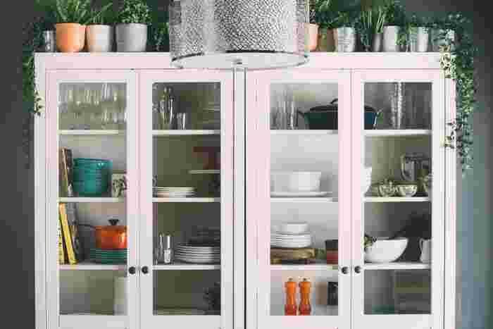 キッチンやクローゼットは家の中でも物が多くなりがちな場所です。物が多い分だけ整理は大変になっていくので、大きな収納スペースや物が多い場所は、慣れてきてから行いましょう。特に納戸や倉庫は、普段使わないものを入れておく場所なので、要不要の判断が鈍ってしまうことも。出来るだけ慣れてから行うことをおすすめします。