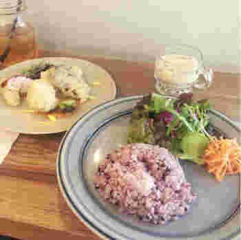 珈琲はもちろん無農薬野菜を使ったフードもおすすめです。