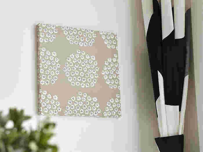お気に入りの布をつかって、アート感覚で自分で作ることもできるファブリックパネル。布のぬくもりがポスターとはちょっと違った印象に。