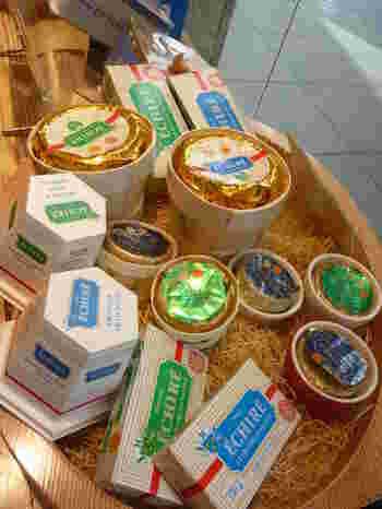 お馴染みのパッケージは、海外輸入の食品店やデパートなどで見かけたことがある方も多いのではないでしょうか。一歩足を踏み入れると店内にはバターのいい香りが。このバターをふんだんに使ったお菓子やパンが食べられるとあって、こちらも行列のできる人気店。