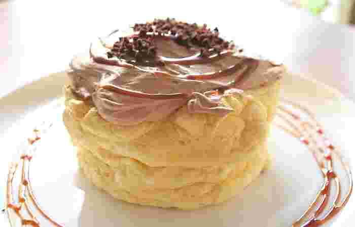 ふわふわの分厚いパンケーキはとってもボリューミー。リコッタパンケーキ・焦がしきなこクリーム・キャラメルクリームなどの通常メニューに加えて、期間限定のパンケーキも登場します。定期的に通ってみてはいかが?