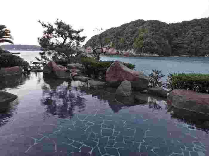 海を見ながら入る温泉は、、まさに極楽。 那智の滝と同じく、デトックス&リラックス効果がありそうです。