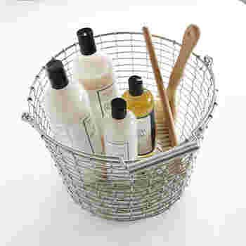 洗剤などのお掃除グッズもひとまとめにしておくと、持ち運びも便利ですし、見た目もすっきりと◎です♪じょうぶなので、ほかにも玄関でスリッパ入れに、子どものぬいぐるみやおもちゃ入れにと、なんでも収納してくれるアイテムですね。