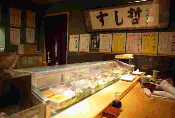「寿司の街」といわれる塩釜の人気のお寿司屋さんの味を、駅ビル「エスパル」でも楽しめるこちらのお店。握り寿司以外にも本格的な海鮮料理など旬の一品を楽しめるとあって、常にお客さんでいっぱい。予約も可能なので、ゆっくり過ごしたいという方はぜひ電話を。