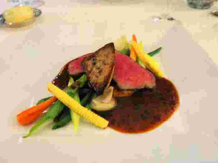 フレンチシェフが作った地元の野菜やお肉を使った本格フランス料理で、お腹も心も満たされて豊かな気持ちになります。