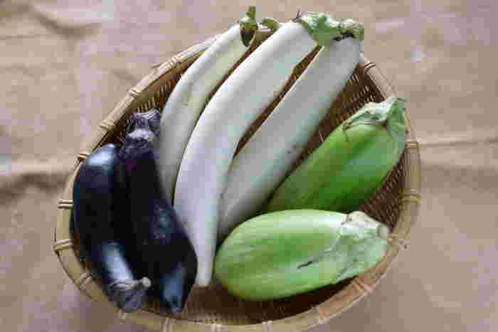日本で昔から食べられている茄子。実は原産地は、インドで中国を経由し日本に渡ってきたものだと言われています。旬は7~9月頃の夏でみずみずしい食感とあっさりした味わいが特徴です。