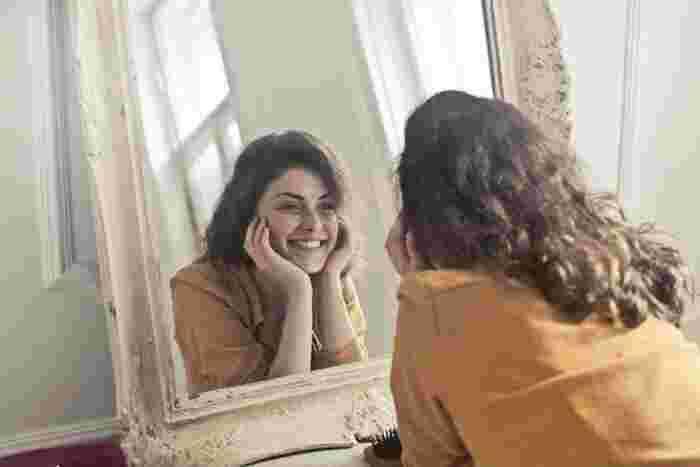 """A smile is the best make up any girl can wear.""  (笑顔はどんな女の子でも身につけられる最良のメイク)  By marilyn monroe  笑顔は相対する人の警戒心を解いてくれ、楽しい気持ちにしてくれます。 恋する相手に好意を伝えたい時も、笑顔の力を活かしてみては。"