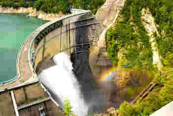 日本でも有数のダムスポット。 観光地としても知られています。空気の澄んだ自然豊かな風景が魅力。