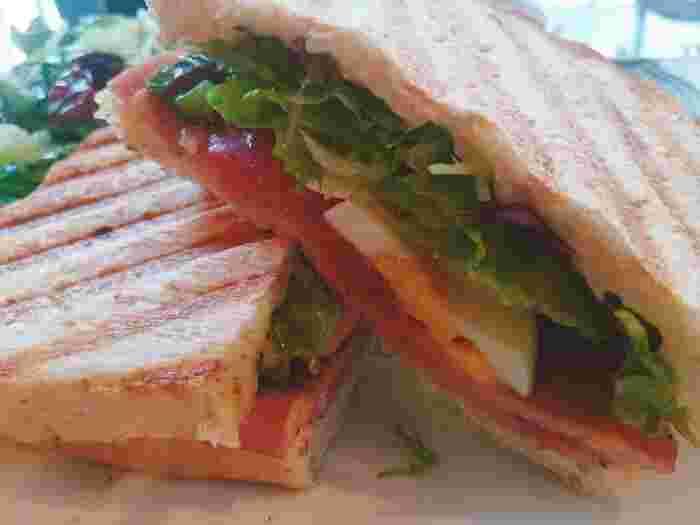 野菜の質にもこだわったホットサンドは絶品♪ボリュームがあるのでランチにもおすすめです!