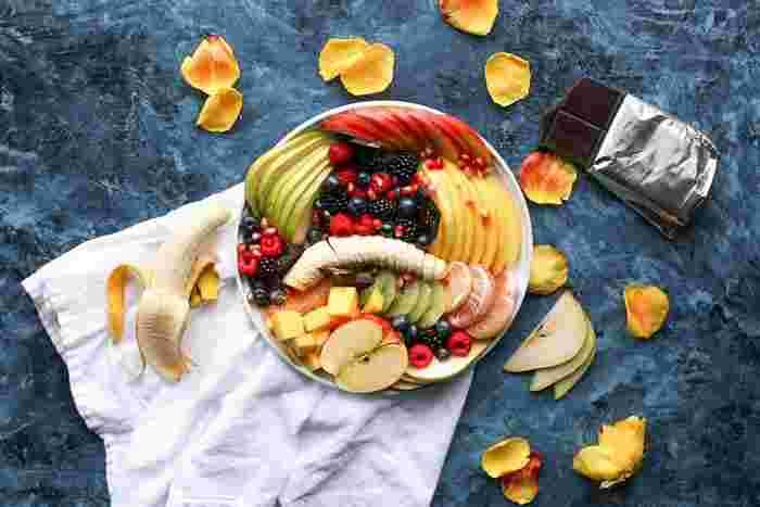 意外にハマるのが「甘いフルーツ」×「しょっぱいチーズ」の組み合わせ。バナナやりんご、いちごやベリー類など、お好みのフルーツで試してみましょう。