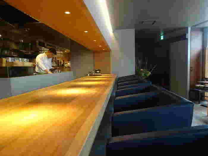 新国立競技場の目の前にある「MUTO」は、ひっそりと佇む隠れ家のような雰囲気が魅力。伊豆の日本料理店、くらの坊出身の料理長が手がける和食は、洗練された味わいと評判です。