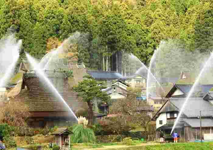 また毎年5月と12月に地域住民の火災予防講習と放水銃の一斉点検が行われています。これを見に訪れる観光客も多いのだとか。