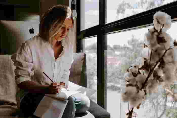 新月の日は、何か新しいことへのチャレンジや目標を設定するのに向いている日とも言われています。願い事や達成したい計画を実際に紙に書き出して、自分の奥底にある潜在意識を引き出す作業を行いましょう。