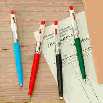 70年代デザインのレトロなボールペン。オフホワイト×各カラーの落ち着いた配色でどんなテイストのデスク周りにも合いそうです。