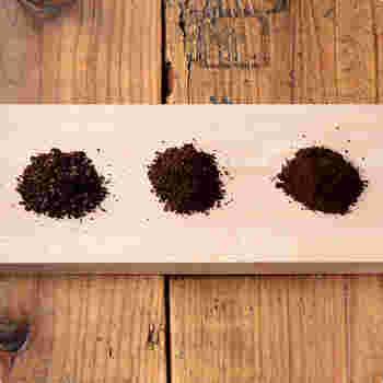コーヒー豆は挽いて粉にした瞬間、もっとも強く香りを発します。豆の挽き具合は、コーヒーを抽出する器具によって異なります。