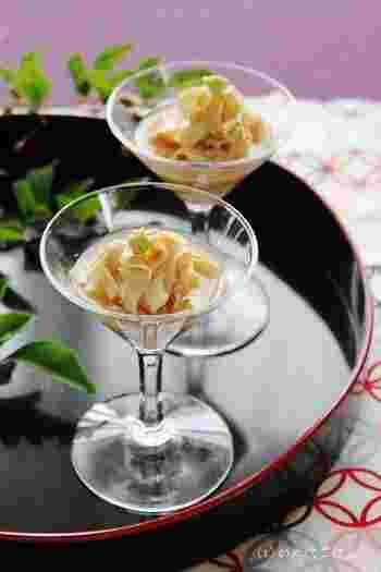 湯葉は、豆乳を加熱して表面にできた膜をひきあげたものです。 京料理でおなじみですが、お刺身としてそのまま食べたり、煮物や汁物の具として使ったり、普段のお料理にも出番は多いです。