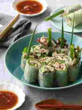 豚肉ときゅうりを使った夏にぴったりのスタミナ生春巻き。他にもお好きな野菜をプラスして、梅干しを使ったさっぱり味のタレにつけて召し上がれ♪