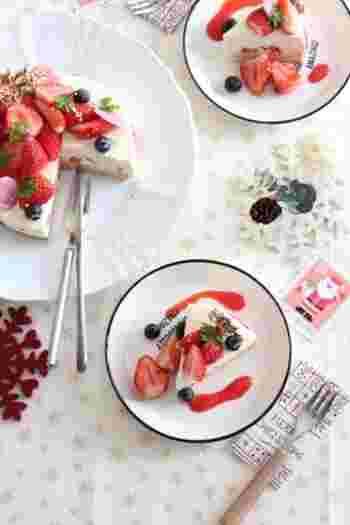 ケーキのデコレーションの世界はアイデア次第で無限に広がります。クリームをはじめ、フルーツやチョコレート、砂糖菓子にお花など、好きなものを使って楽しんでみましょう。