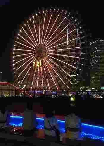 横浜ならではの豪奢な夜景が楽しめる足湯です。