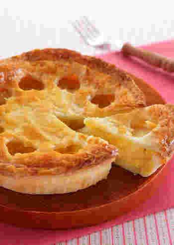 りんごと相性抜群のサツマイモを一緒に使ったアップルスイートポテトパイは、大好物!という方も多いはず。  応用編と言えども、材料が増えただけで工程の難易度は低くシンプルなので、この時期に余りがちな「サツマイモ」の消費にもおススメです♪