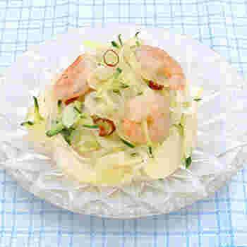 糸こんにゃくをナンプラーで和えるとタイ風のサラダの完成です。レタスも一緒にライスペーパーで巻いてもおいしそうですね。