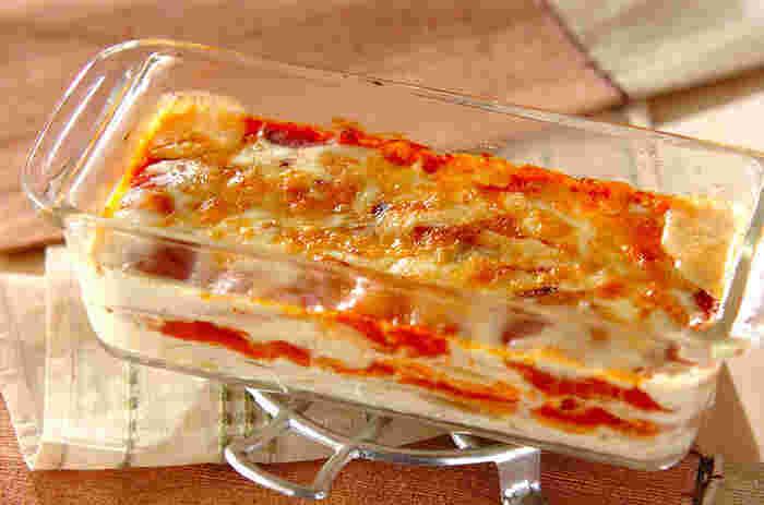 しゃぶしゃぶ用の薄いお餅とミートソースをミルフィーユ状に重ねてオーブンへ。作り置きしておいたミートソースを使えばとっても手軽に出来ちゃいます。もちもち食感が大好きな方にオススメです♪