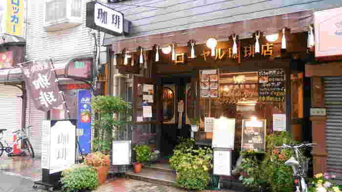 浅草寺のすぐ近く、まさに浅草の観光地ど真ん中に位置する喫茶店です。観光客の多さもさることながら、地元のみなさんにも愛され続ける庶民派純喫茶。