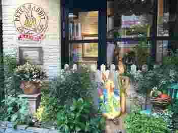 オムライスで有名な「ラケル」が手掛ける、ピーターラビットをモチーフにしたカフェレストラン「ピーターラビットガーデンカフェ自由が丘」。可愛い店内とふわふわオムライスはお子様も喜ぶこと間違いなしですよ!