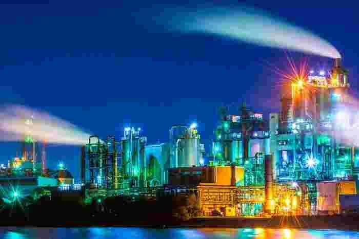 北九州市の工場夜景は、日本五大工場夜景(北海道室蘭市、神奈川県川崎市、三重県四日市市、山口県周南市、福岡県北九州市)のひとつに数えられています。その圧倒的なスケールと傑出した美しさは訪れる人々を圧倒し、北九州市観光に欠かせないものとなっています。