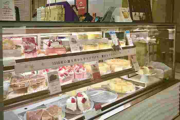 東武池袋のデパ地下には、ミルクレープの生みの親とされる洋菓子のお店も。