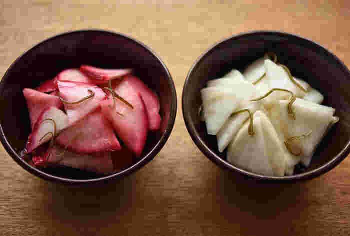 【箸休めにぴったりな「カブのお漬け物」】   箸休めに食べたいお漬け物を自分で作ってみませんか?赤カブと白カブで作れば、お正月などハレの日にもぴったり。カブの色が映えるようにシックな器に盛り付けるとステキです。