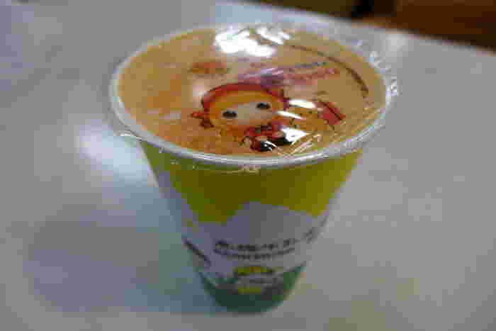 「高雄牛乳大王」は高雄で展開するパパイヤミルクで有名なお店。パパイヤの新鮮な香りとミルクのまろやかさが相まって、幸せな南国情緒に浸れます。日本でいうところのM~Lサイズカップになみなみと注がれているので、一気に飲むとおなかいっぱいになってしまうかも?