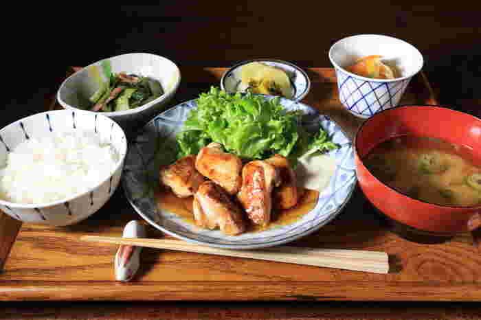 お肉、お魚などメイン料理にたっぷりの野菜を使った「お膳料理」は懐かしくも洗礼されたお食事がいただけます。おひとりでも健康的な食事を食べたい方におすすめですよ。ヘルシーな和食モーニングも人気です。