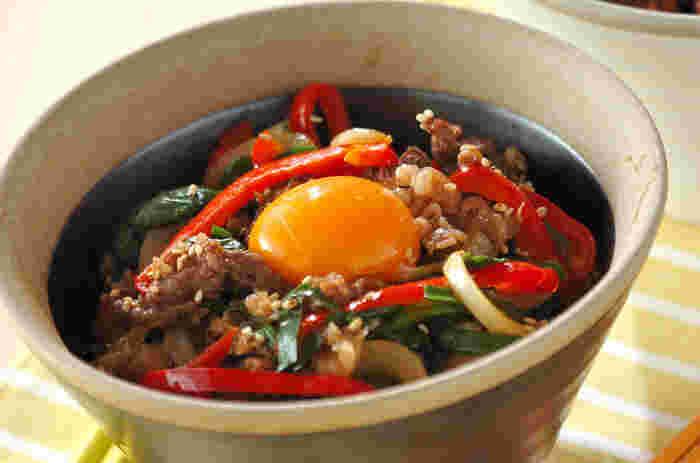 韓国料理でもお馴染みプルコギをうどんに合わせた一品。甘辛い味付けに、箸が止まりません。お肉もしっかり入っているのでスタミナ抜群!男性が喜びそうな一品ですよ!