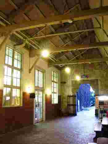 ここは、先述した江戸幕府の代官所の跡地に建てられた、倉敷紡績創業の旧工場。昭和48年に大々的に改修され、複合型の観光施設として再生しました。