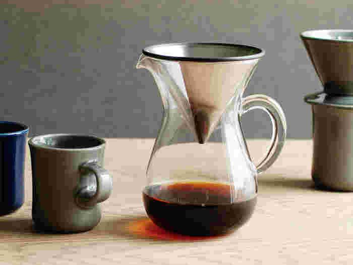 こちらはドリッパーとサーバーにステンレスフィルターがセットになったもの。それぞれ揃えなくてもこれ1つでコーヒーを淹れることができるので便利です。ステンレスフィルターはコーヒーの旨味成分である油分を抽出できるメリットもあります。