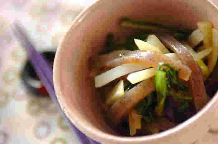 柚子胡椒を隠し味にすると、さりげなく上品な和風味が加わり、いつもとは違うポテトサラダが楽しめます。おつまみなどにもよく合う、繊細で大人好みの味わいです。