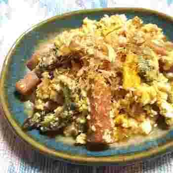 沖縄といえば、スパム(ランチョンミートの缶詰)を料理に使うことで知られていますね。ゴーヤチャンプルーもスパムで作れば、本場の味わいで、しかも簡単!こちらのレシピでは、マヨネーズで炒めることでゴーヤの苦みを抑えています。