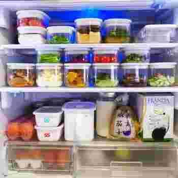 「保存容器」は食品に合わせて大きさを選べるように、いろんなサイズが揃っていると便利です。また、スタッキングできるものであれば、きれいに重ねて収納でき、見た目に美しく省スペースなのでお勧めです。