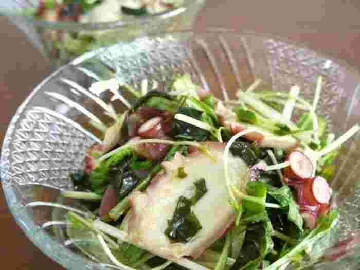 わさびがピリッと効いたお酒のおつまみにもなるサラダ。わかめなど海藻類はミネラルたっぷりなので積極的に摂取しましょう。タコの歯ごたえもあって食べ応えのあるサラダですね。