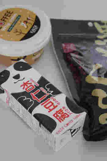 パンダのデザインが可愛い「パンダ杏仁豆腐」。カルディを訪れたら絶対に買うというファンも多い、看板商品のひとつ。濃厚でミルキー、そして、もっちりとした食感がやみつきになります。フルーツ缶と組み合わせるのもおすすめです。