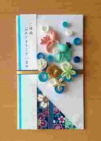 真ん中でキスするタツノオトシゴが可愛い祝儀袋のテーマは「海」。マリンスポーツを楽しむカップルに贈ったら、喜んでもらえそう♪