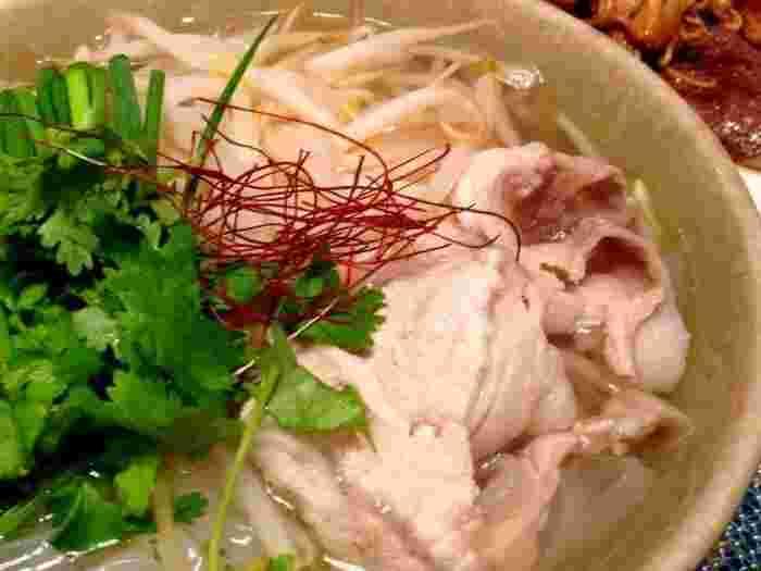 こちらは豚肉を使ったフォーレシピです。豚肉の代わりに鶏肉を使ってももちろんOK!八角やシナモンなどのスパイスを使っているところも特徴です。