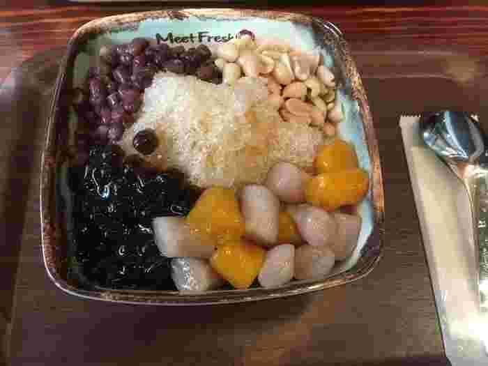 さつまいもやタロイモのお餅が入った「芋園(イモエン)」、仙薬をゼリーにした「仙草(センソウ)」など、手作りにこだわった台湾の伝統スイーツが味わえるお店です。