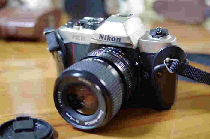 最後にご紹介したいのがNikon FM10です。 Nikon FM10は、レトロ風と言うだけでは、もったいないくらいのフィルムカメラです。