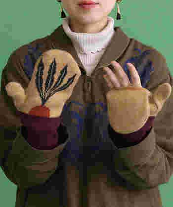 上記の可愛らしい手袋と同じく、didiziziが手がける大人の遊び心を感じさせるロングミトン。