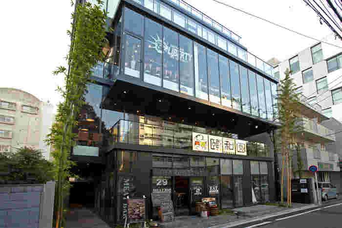 西鉄福岡駅から徒歩5分の好立地にある「頤和園」は、地元の食材を使用した本格中華をリーズナブルにいただける名店です。海老のチリソース定食、黒酢酢豚定食、チンジャオロース定食…など、選ぶのに困るほどランチメニューが豊富なのも魅力です。
