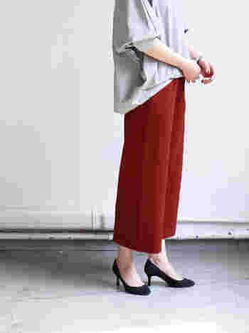 上質な素材と洗練されたデザインに定評のある「AURALEE(オーラリー)。高い技術とこだわりが詰まった特別な一着。でも特別な日だけに着る服ではなく、毎日着られる普段着であるところが、このブランドの魅力です。